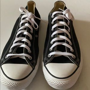 Converse tennis shoes nwot